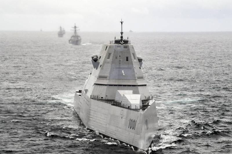 美軍24日演習,在麥可.蒙索爾號匿蹤驅逐艦 (見圖)上安裝了實驗通信設備,讓它領導第23驅逐艦中隊進入太平洋。(圖取自美國印太指揮部)