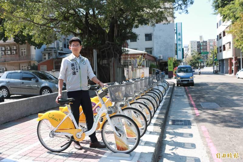 台中市的公共自行車租賃叫ibike?Youbike2.0?市議員黃守達批交通局讓人搞不清。(記者蘇金鳳攝)