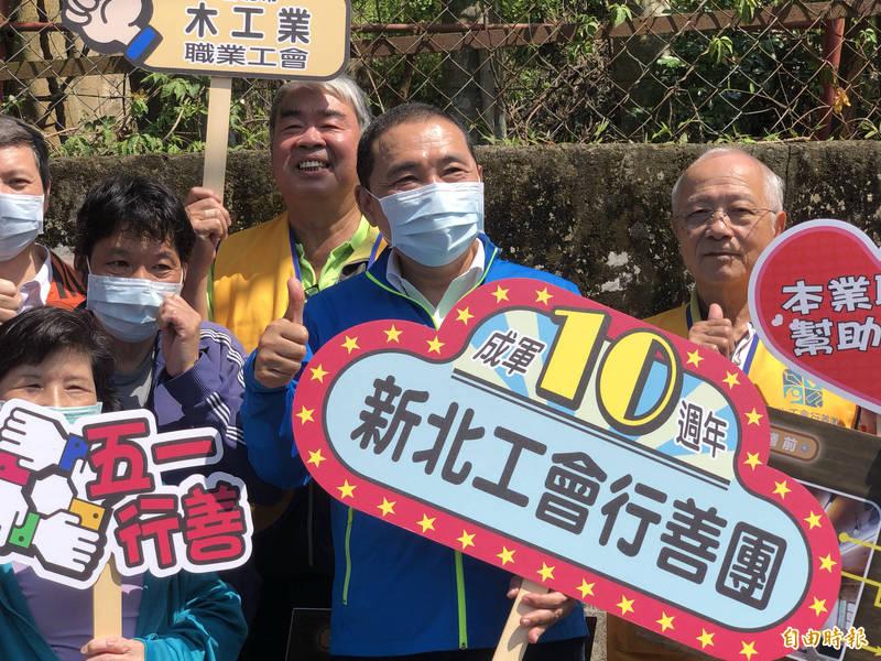 侯友宜表示,目前已掌握確診者到新北市足跡,前幾天都已完成環境消毒。(記者周湘芸攝)