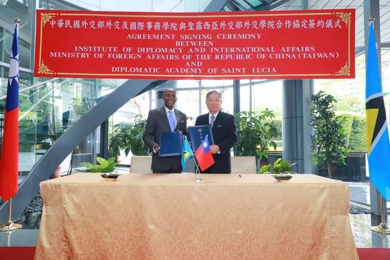 我國與友邦聖露西亞簽署合作協定,未來將在外交人員培訓、學者智庫交流及外交政策研析等領域深化交流。(外交部提供)