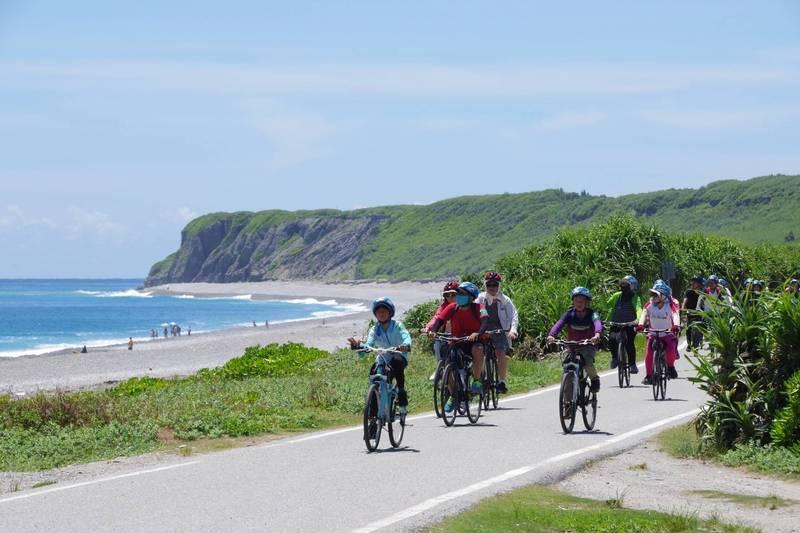 花蓮市單車輕旅行「鱻旅騎緣線」路線約20公里,將沿著兩潭自行車道朝七星潭風景區前進。(花蓮市公所提供)