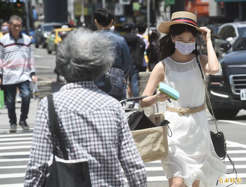 氣象局指出,5月1日全台天氣炎熱。(資料照)