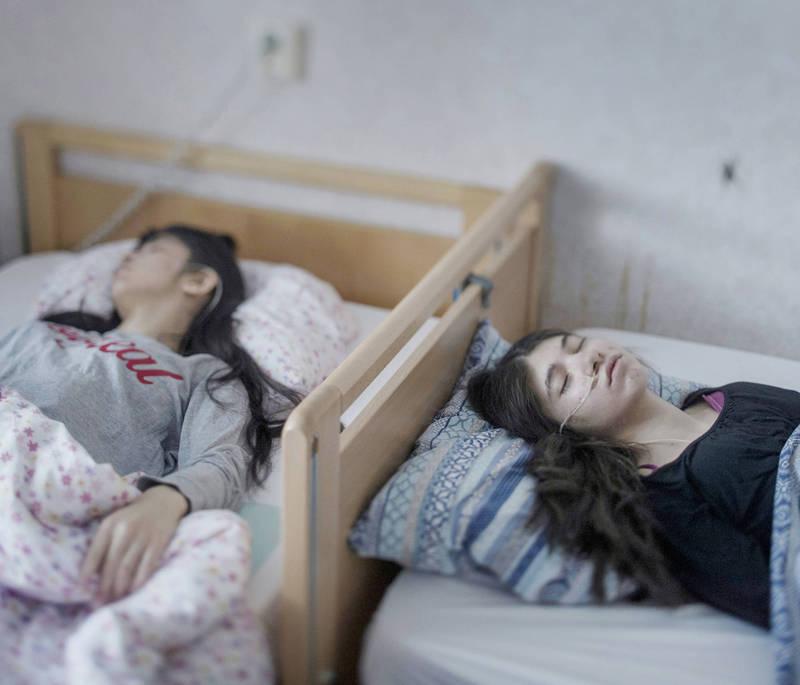 瑞典過去十多年來出現一種極其神秘的怪病,絕大多數發生在難民兒少身上,這些兒童無預警陷入深層睡眠,但身體功能卻與常人無異。(美聯社)