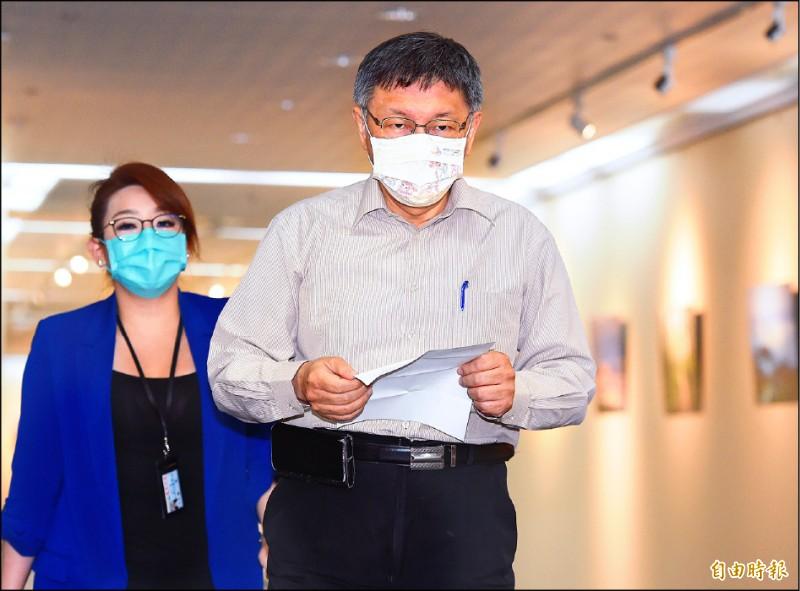 台北市長柯文哲昨日受訪談松山分局發生滅證警紀風波案。(記者廖振輝攝)