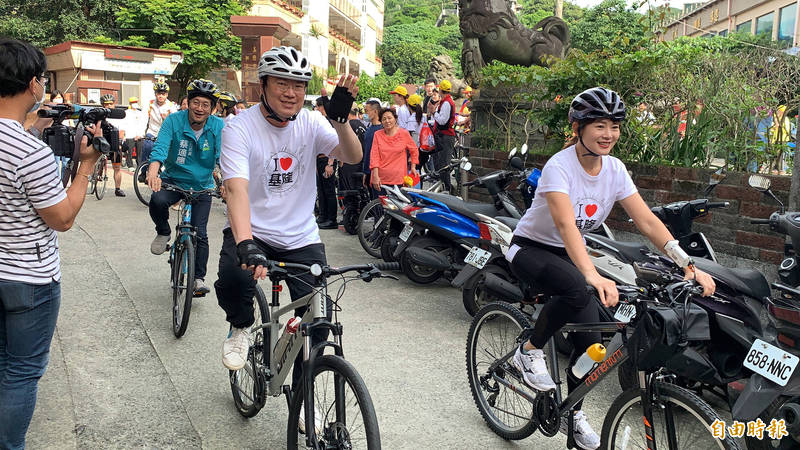 林右昌挑戰53.8公里的自行車旅遊。(記者林欣漢攝)