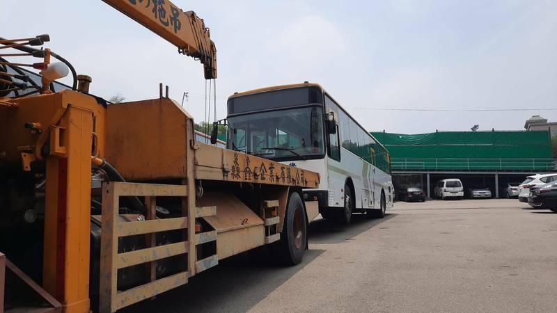 台中市165公車發生事故,清水山區公車族憂心車況。(記者張軒哲翻攝)