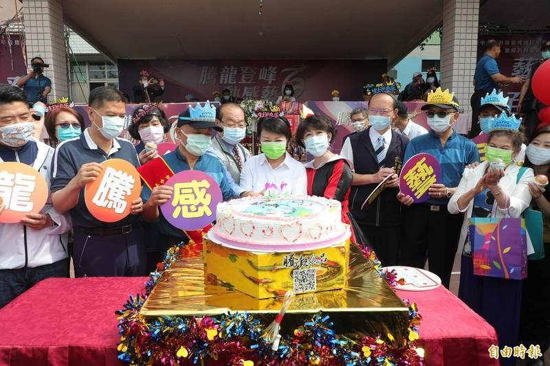 龍峰國小慶祝百年校慶。(記者何宗翰攝)
