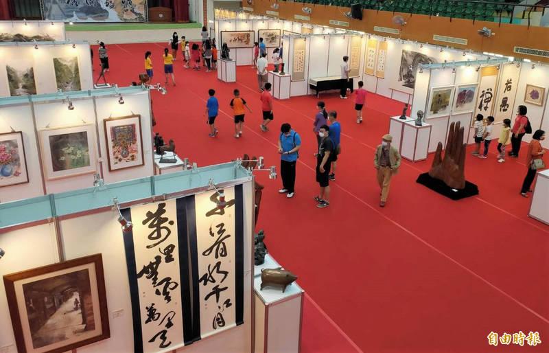 「榕園尋情北中校友美展」,128件展出作品,總值超過4千萬元。(記者楊金城攝)