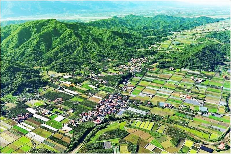 高雄市國土計畫今公告實施,圖為農業發展功能區分地的美濃。(高雄市都發局提供)