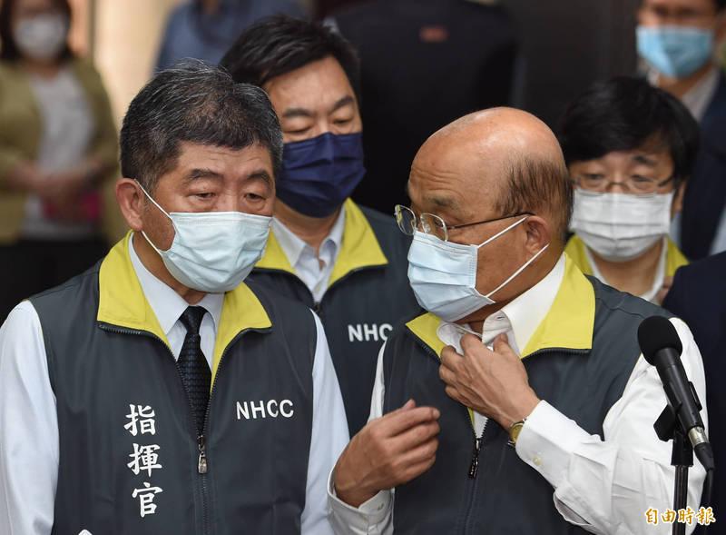 行政院長蘇貞昌今視察「嚴重特殊傳染性肺炎中央流行疫情指揮中心」,並與指揮官陳時中在會前交換意見。(記者劉信德攝)