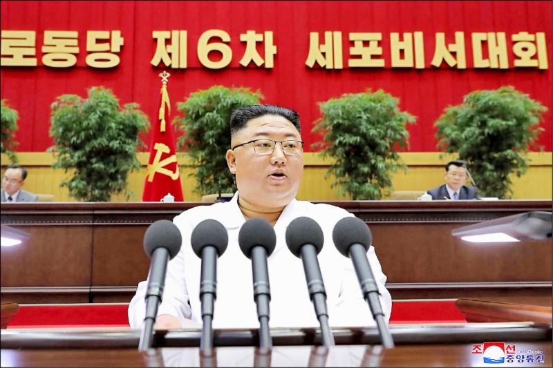 美國白宮四月三十日宣布,對於北韓核問題及飛彈計畫,拜登政府將透過外交談判及其他分階段措施,達成朝鮮半島非核化的終極目標。圖為北韓最高領導人金正恩。 (法新社檔案照)