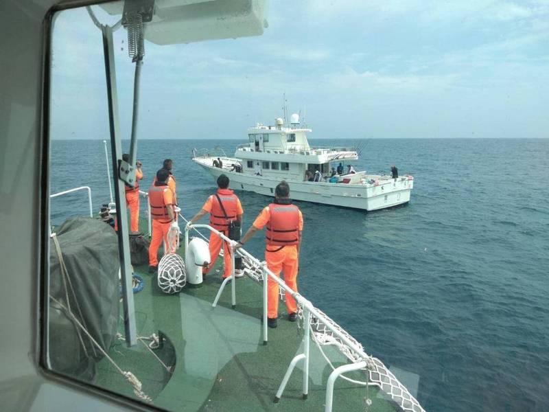 澎湖海巡隊實施護永專案,查獲中國海釣船公然越界營業。(澎湖海巡隊提供)