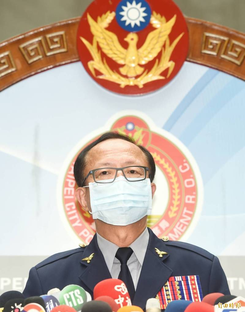 台北市警察局長陳嘉昌今天下午在記者會中說,他認為許因為疏失而刪除監視器的可能性比較小。(記者方賓照攝)