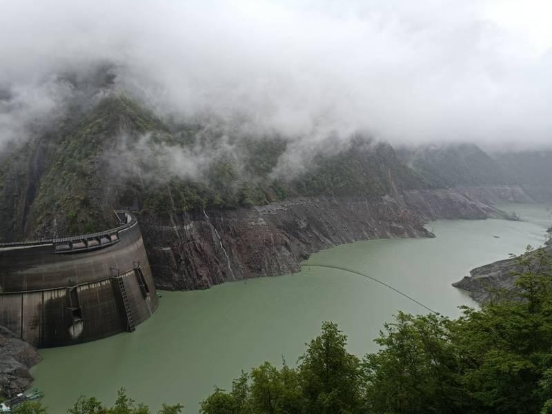 德基水庫恢復放水,供應下游民生所需。(記者歐素美翻攝)
