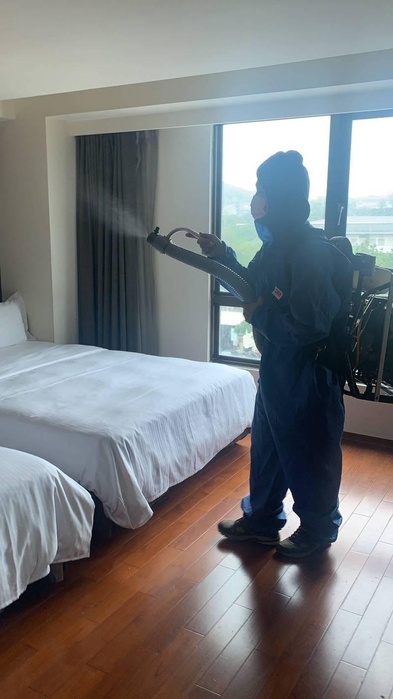 花蓮這家飯店業者緊急消毒。(業者提供)