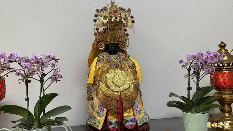新營警分局的守護神「黑面三媽」。(記者楊金城攝)