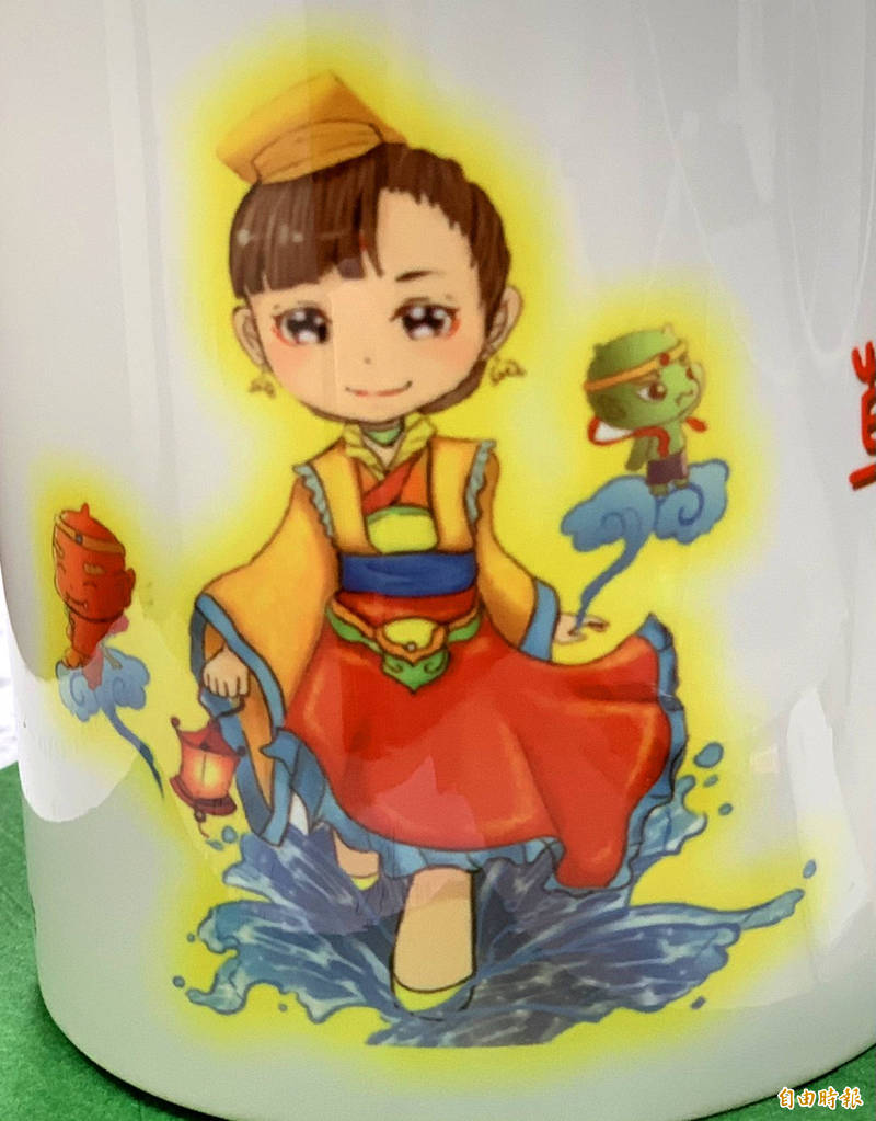 「草屯媽」是五育高中學生設計,少女版媽祖還留了瀏海,千里眼和順風耳造型也很可愛。(記者陳鳳麗攝)