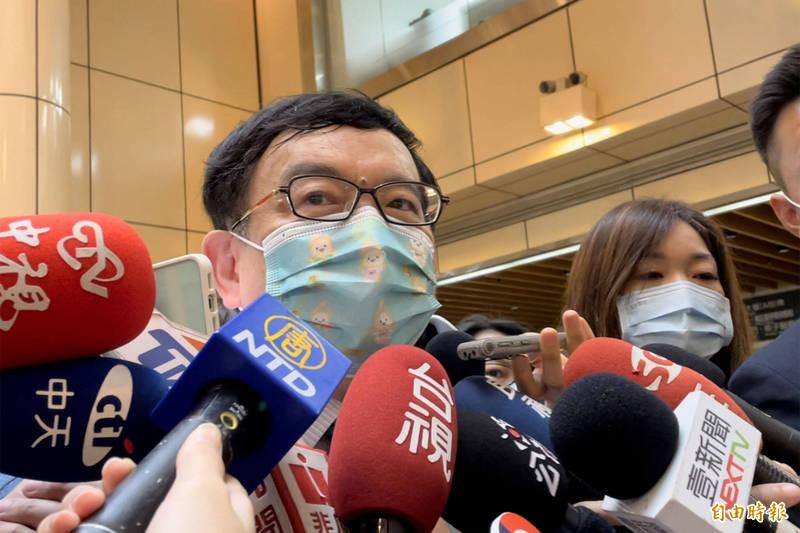 台大兒童醫院院長、台灣感染症醫學會名譽理事長黃立民認為,現在國內已是社區感染的第一級,這一波必須靠民眾提高警覺、做好個人防疫,才能避免走到第六級的社區感染全面爆發。 (記者邱芷柔攝)
