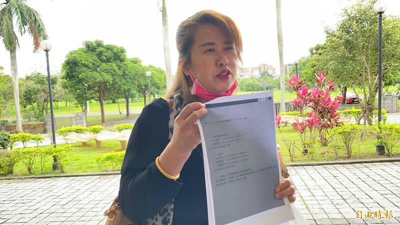 普悠瑪事故受難者家屬董小羚今赴宜蘭地院出席審理庭。(記者蔡昀容攝)