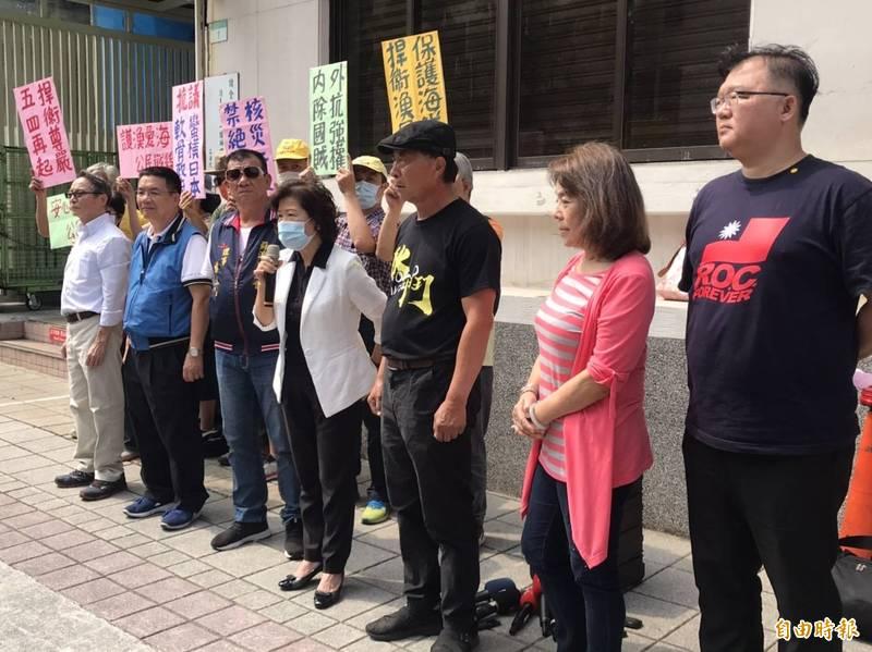 漁民團體在國民黨立委陪同下,於立法院召開記者會,抗議駐日代表謝長廷未積極向日方表態核廢水一事。(記者彭琬馨攝)
