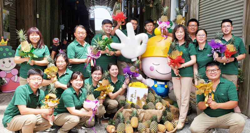 大樹是鳳梨的故鄉,為搶攻母親節商機,大樹姑山倉庫舉辦「鳳梨泡泡」系列活動。(大樹農會提供)