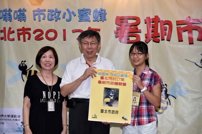 台北市政府舉辦「嗡嗡嗡市政小蜜蜂—暑期市政體驗營」,今年恢復舉辦。(台北市政府提供)