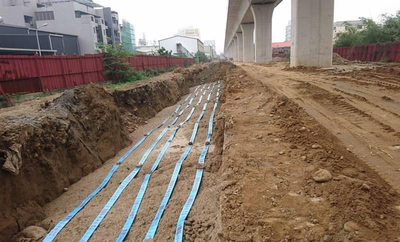 自來水公司從2017年啟動鐵路綠空廊道備援送水管計畫,從豐原沿著舊鐵道埋設可串聯第2、第3供水區的備援大幹管。(記者陳建志翻攝)