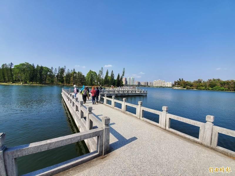 高市開發水源挹注澄清湖,重現「台灣第一風景區」美麗風光。 (記者陳文嬋攝)