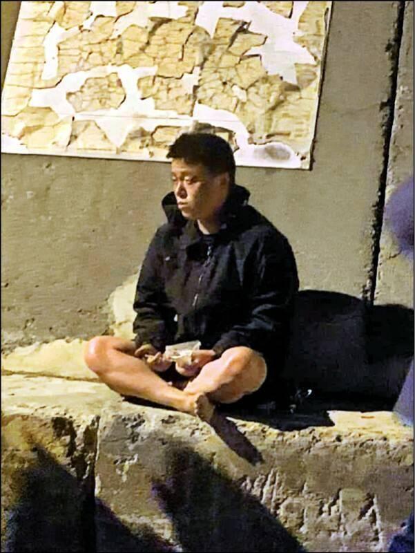中國男子周鮮自稱駕駛橡皮艇偷渡來台。(民眾提供)