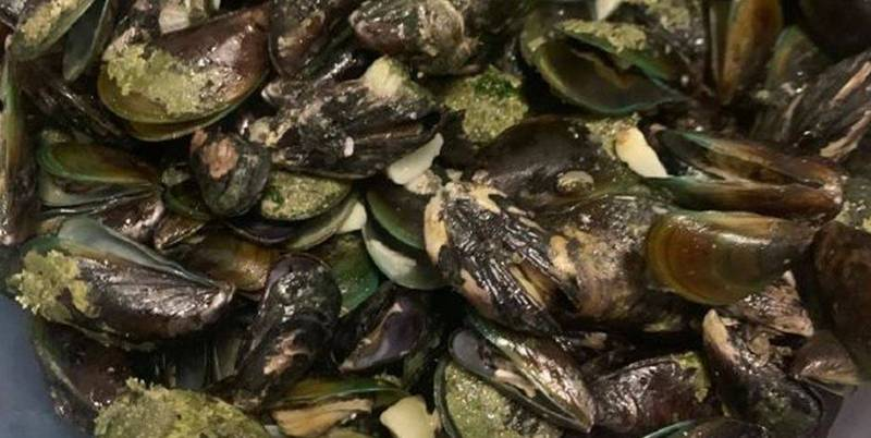 中國官方近日發布通知,該國境內的菜蛤驗出的麻痺性貝類毒素已經超出安全標準值2倍以上。(圖取自微博)