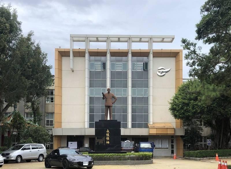 台北市到今年3月止,全市高中、國中小學仍保有64座銅像。(資料照)