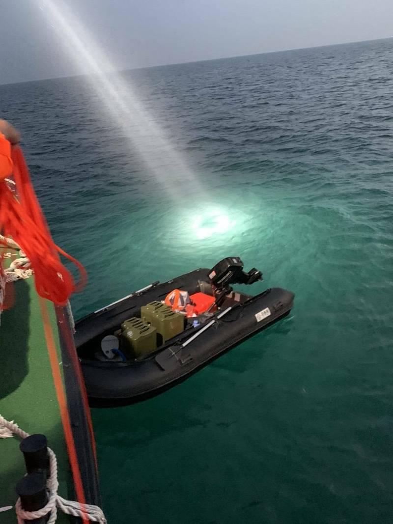 中國周姓男子從福建駕橡皮艇偷渡來台,引發熱議,也引起國際關注。(民眾提供)
