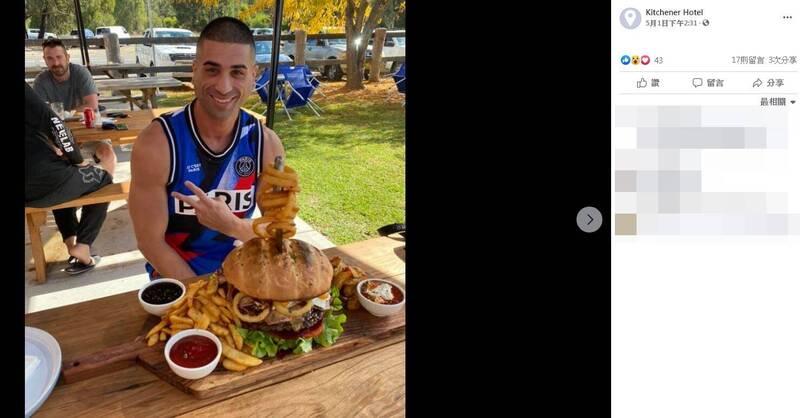 澳洲1間酒店今年1月底開始舉辦漢堡挑戰賽,參賽者必須在30分鐘內,嗑完1份重達5公斤的套餐。1名男子韋伯(James Webb)上週六挑戰成功,業者直呼他是「傳奇」。(圖翻攝自臉書粉專「Kitchener Hotel」)