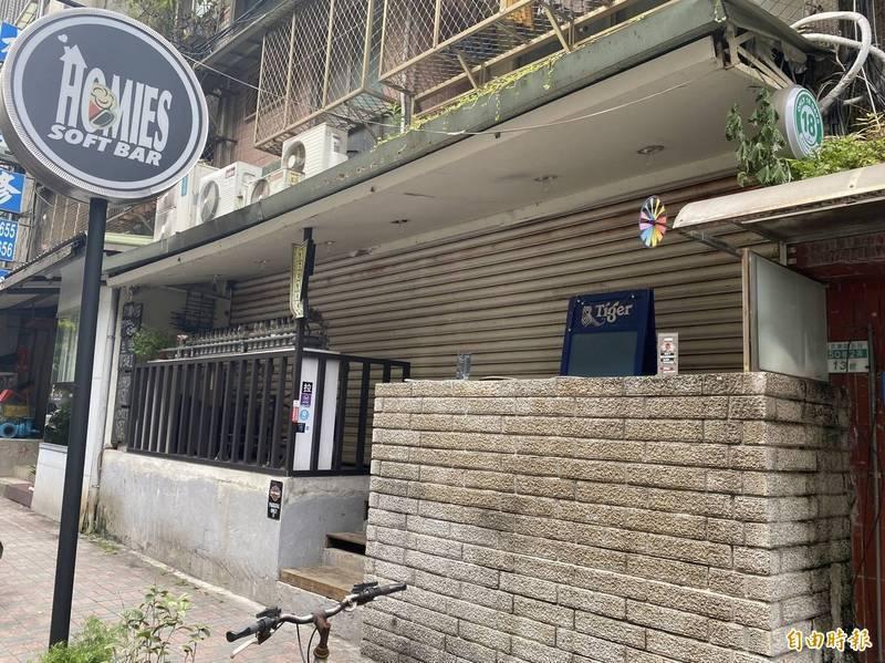 根據指揮中心疫調顯示,空姐(案1154)在上月29日零時檢疫期滿就被機師(案1153)接離諾富特飯店,前往台北市松山區的飛鏢運動酒吧。(記者鄭名翔攝)