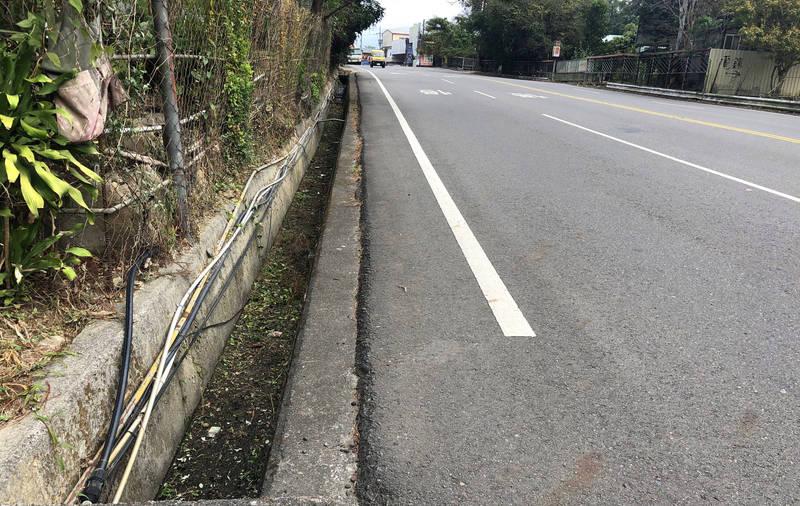 台21線埔里到暨大的路段還有1.5公里長的側溝未加蓋。(行政院中部聯合服務中心提供)