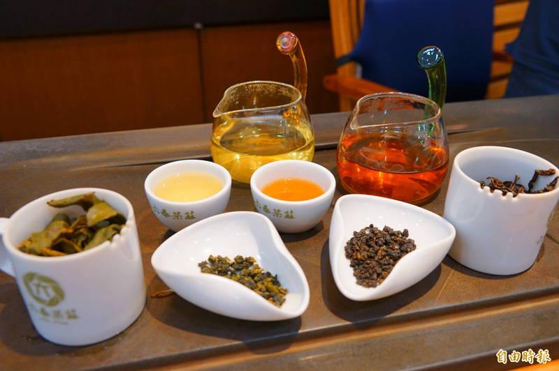 六奉茶莊的雪窖烏龍青茶及蟬覓美人茶獲得ITQI二星獎章及三星獎章的殊榮。(記者陳彥廷攝)