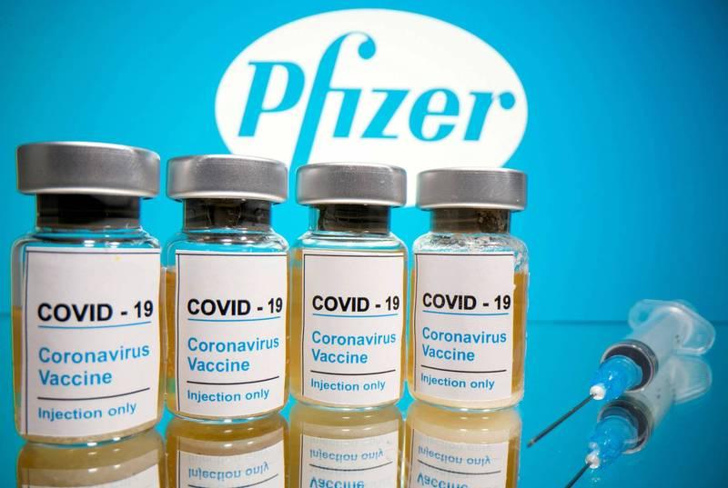 韓國今天公布的真實世界數據顯示,施打一劑阿斯特捷利康公司或美國輝瑞大藥廠的武漢肺炎疫苗後,在年齡達60歲長者預防感染病毒的效力達到86.6%。圖為輝瑞疫苗。(路透)