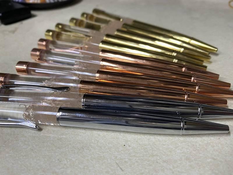 「多田水產」為了推廣觀光活動,自製了一款放有「寄生蟲」的原子筆。(圖取自推特「多田水產」)