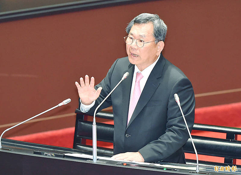 Democratic Progressive Party Legislator Chen Ming-wen speaks at the legislature in Taipei on March 26. Photo: Liao Chen-huei, Taipei Times