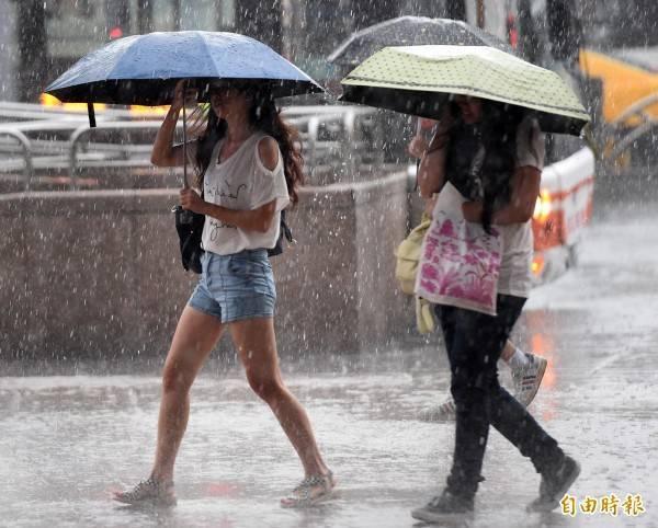 今日梅雨季首波鋒面通過,北台灣已有顯著降雨。(資料照)