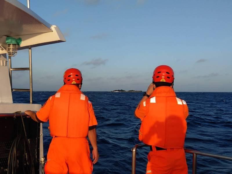 琉球籍「漁順昇168號」漁船觸礁失蹤。(海巡提供)