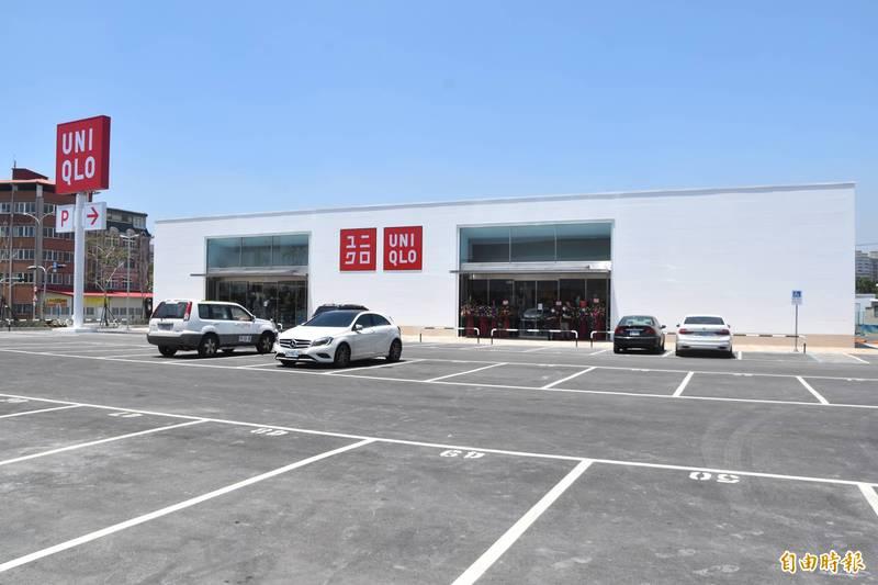 高雄捷運北機廠開發案首件商場店舖,由台灣優衣庫公司拔得頭籌,明天(7日)將熱鬧進駐開張。(記者蘇福男攝)