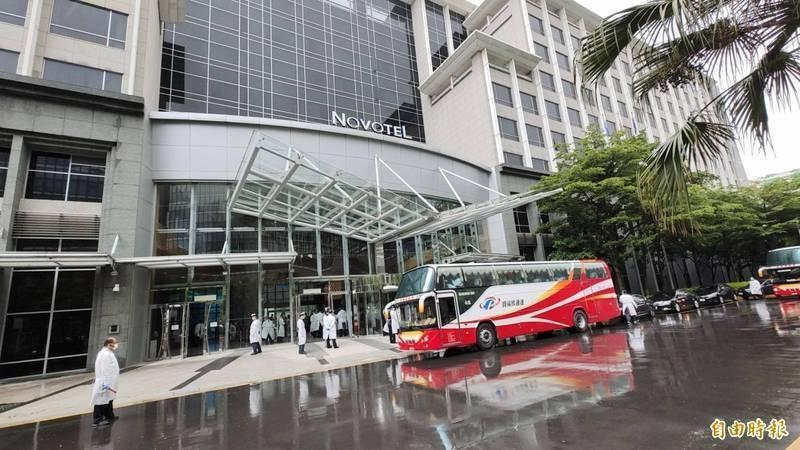諾富特飯店一館未申請為防疫旅館,部分樓層作為返台國籍機師居家檢疫場所,觀光局今對諾富特開罰15萬。(資料照)
