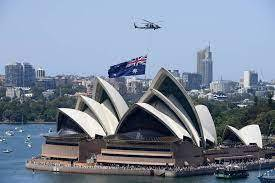 澳洲總理政府上月運用新法,取消北京與維多利亞州(Victoria)的「一帶一路」協議。中國國家發展改革委員會今天宣布,無限期暫停中澳戰略經濟對話機制下一切活動。圖為澳洲國旗與雪梨歌劇院。(歐新社資料照)