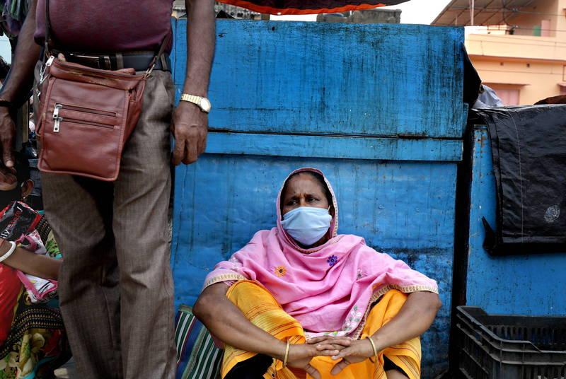 武漢肺炎舉肆虐印度,醫療資源嚴重不足,亂象頻傳。(歐新社)