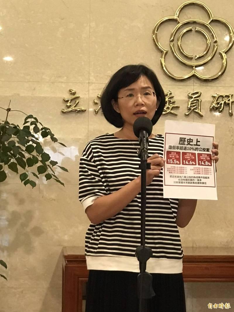 民進黨立委蘇巧慧遭國民黨指控「扼殺公投」,蘇巧慧說,造假習慣的國民黨被打到痛處,才會反對這樣的提案。(記者彭琬馨攝)