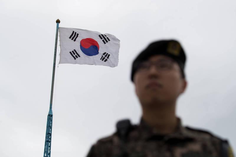 南韓陸軍近日遭爆軍方對傷員置之不理,導致5個月無法行走,甚至罹患憂鬱症。南韓士兵示意圖,與本文無關。(彭博檔案照)