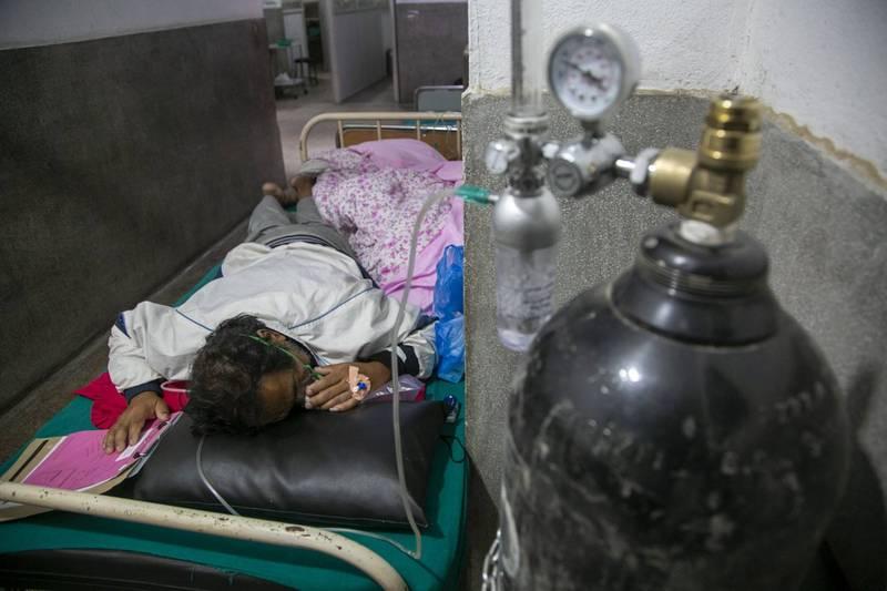 尼泊爾昨天新增確診武漢肺炎病例8659起,連4天創單日新高。同時新增58人病歿,也創紀錄,醫院病床和氧氣供應都出現短缺的情形。(美聯社)