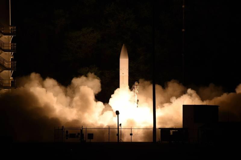 美國海軍試射非武裝的高超音速飛彈原型。(法新社)