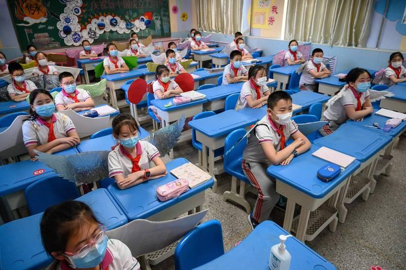 中國1名9歲小學生被教師施暴、頭皮與頭骨分離。中國小學生示意圖。(法新社檔案照)